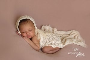 newborn-photographer-london-pink