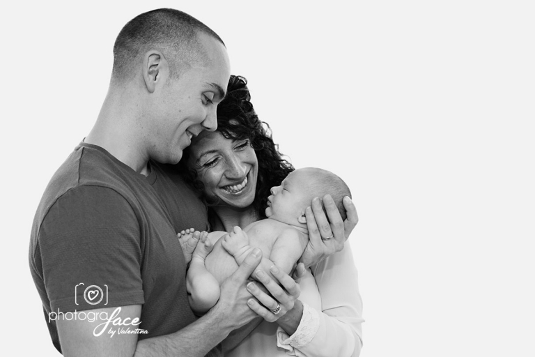 newborn photographer near me - family portrait
