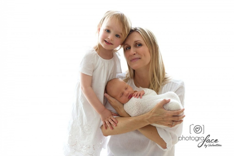 newborn photography: portait of mum, baby and daughter on white background